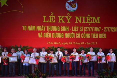 Thái Bình: Kỷ niệm 70 năm Ngày Thương binh liệt sĩ và biểu dương người có  công (27-07-2017)