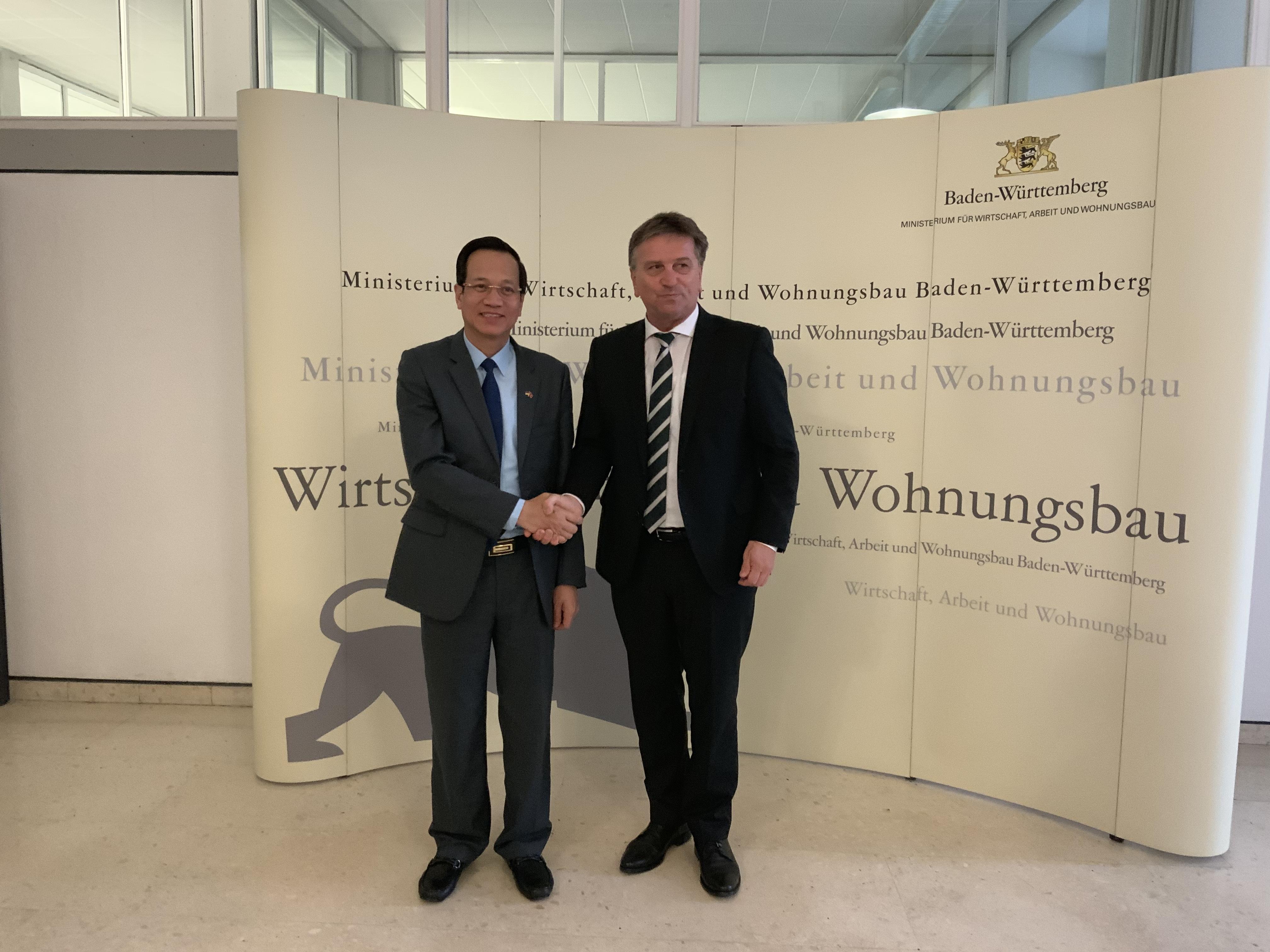 1.BT-voi-Bo-truong-Kinh-tế-và-Thương-mại-Bang-Bang-Baden--Württemberg.jpeg