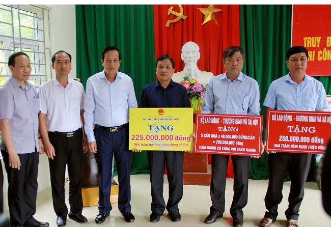Bộ trưởng Đào Ngọc Dung: Liệt sĩ Thao Văn Súa là tấm gương hy sinh vì nước, vì dân   - Ảnh 6