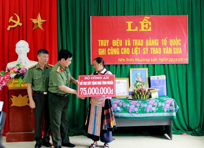 Bộ trưởng Đào Ngọc Dung: Liệt sĩ Thao Văn Súa là tấm gương hy sinh vì nước, vì dân   - Ảnh 5