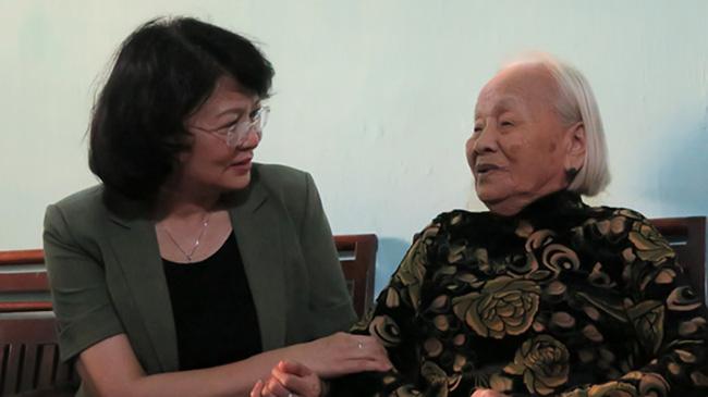 Khánh Hòa: Phó Chủ tịch nước thăm, tặng quà Mẹ Việt Nam Anh hùng - Ảnh 2.